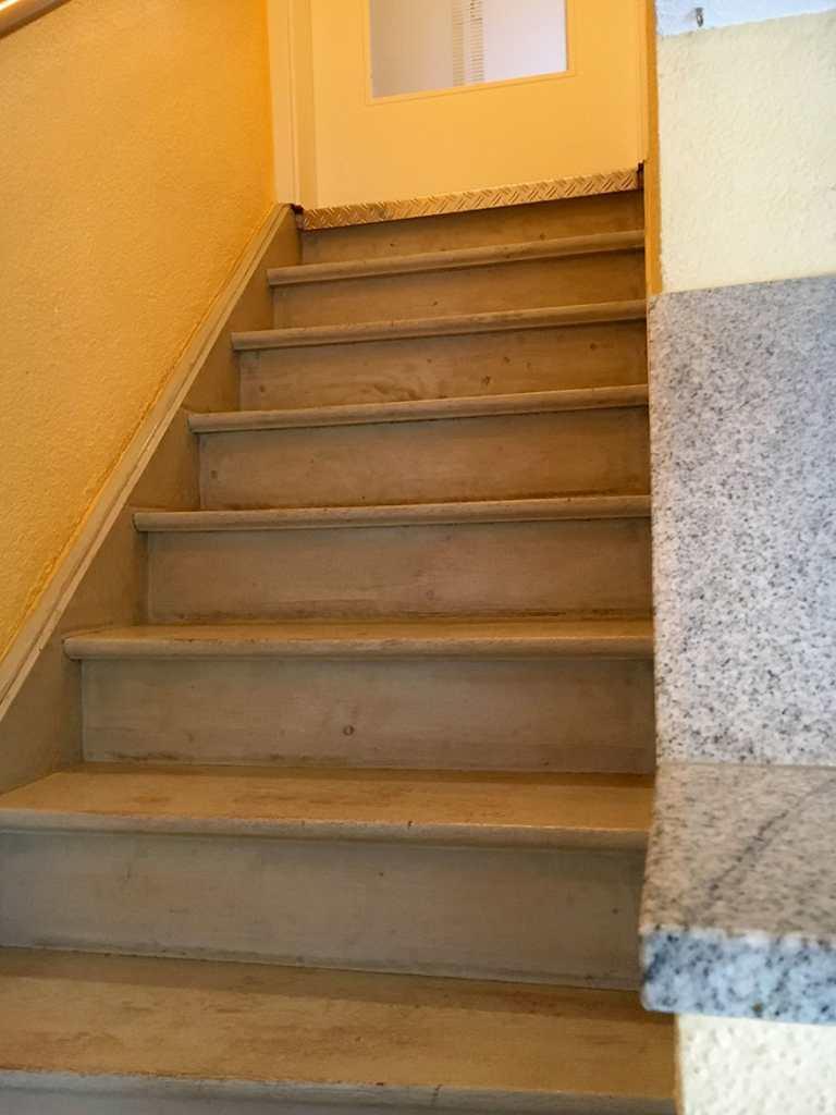 Treppenrenovierung Nördlingen | MST Strauß GmbH, Treppe Vorher